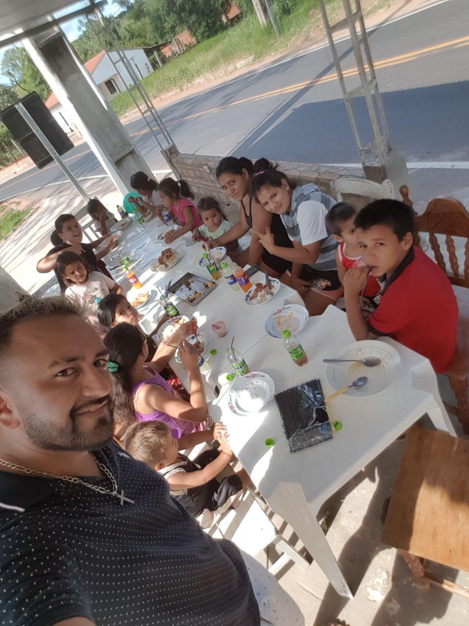 Más de 300 niños en la segunda jornada del Comedor del Tío Chure