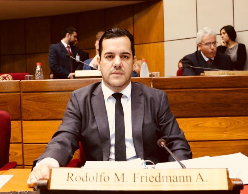 En nombre de la paz, Rodolfo Friedmann está dispuesto a sacrificarse